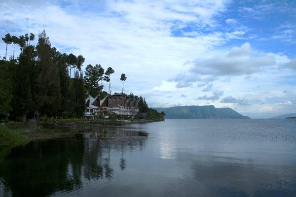 Menikmati Danau Toba dari Pulau Samosir