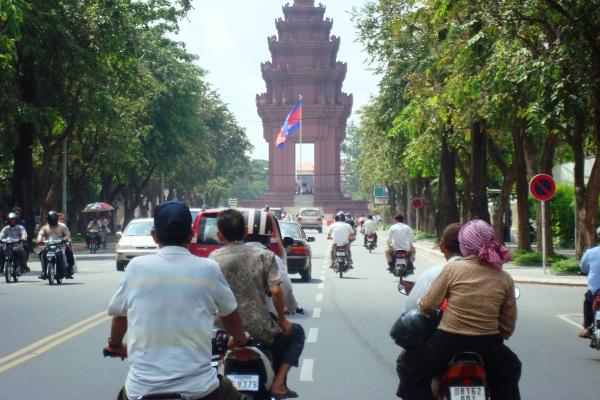 Sehari Berkeliling Phnom Penh