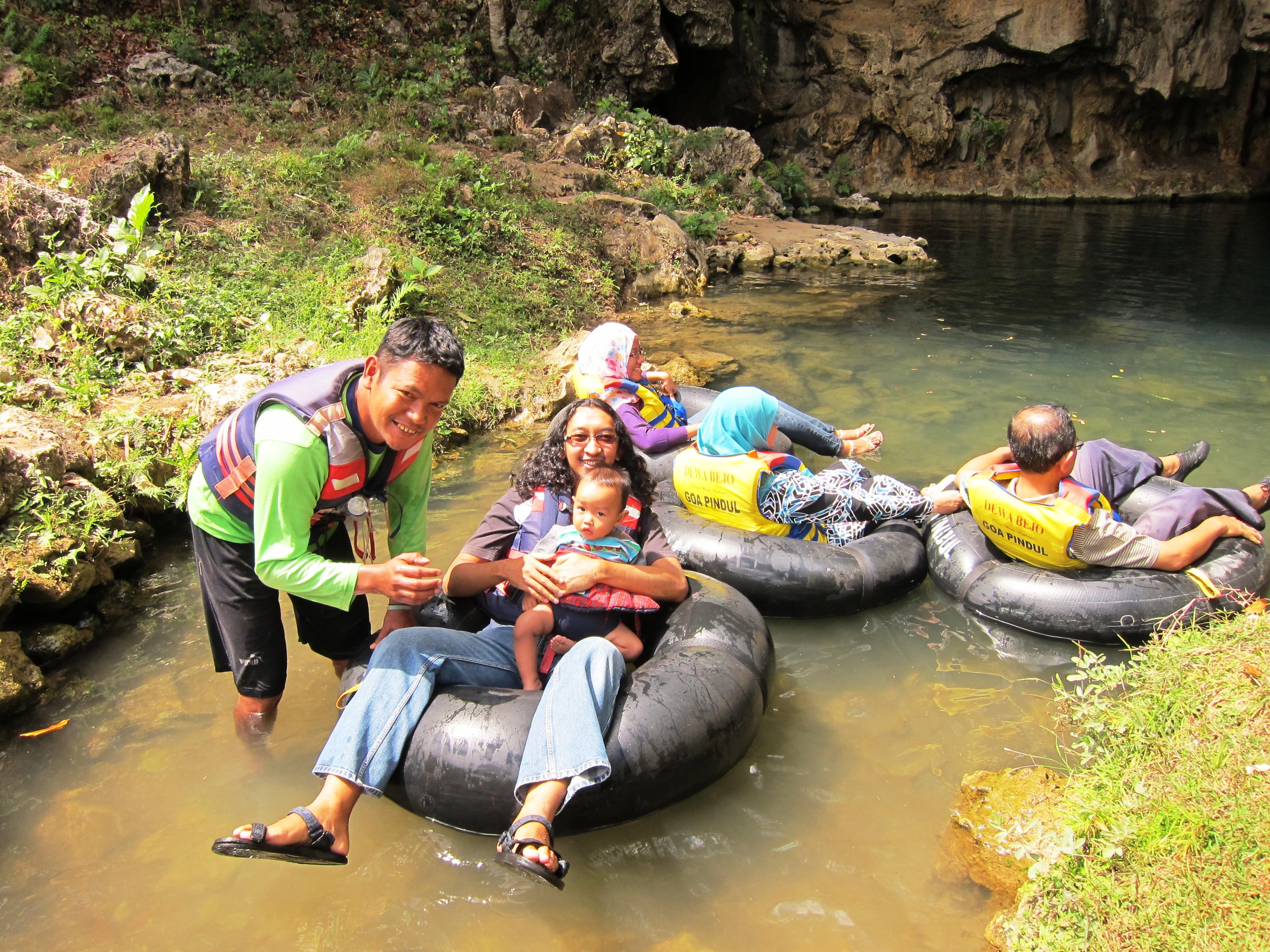 Caving, Tubing, Rafting di Goa Pindul dan Srigethuk bersama Bayi