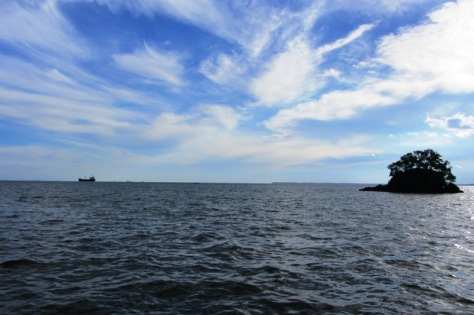 Pulau kecil di seberang Pantai Melawai