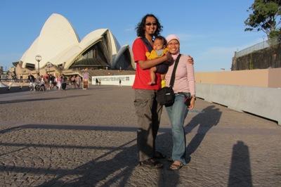 Di depan Sydney Opera House