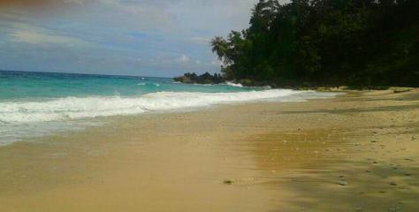 Pantai Sumur Tiga menjelang senja