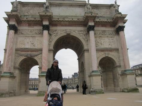 Arc de Triomphe du Carousel, gerbang memasuki Louvre