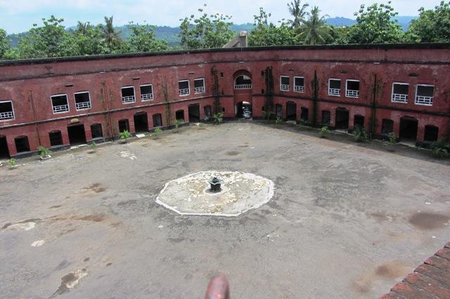 Wisata Sejarah Unik Di Benteng Van Der Wijck Gombong Backpackology Me