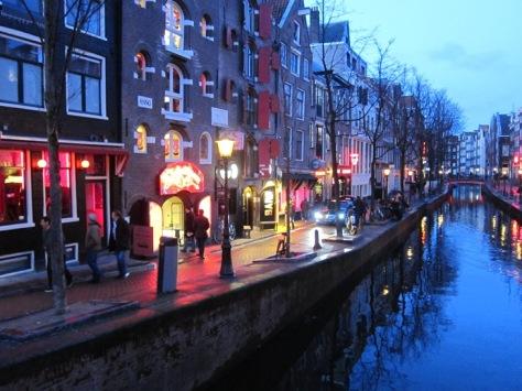 De Wallen adalah kawasan prostitusi di Amsterdam