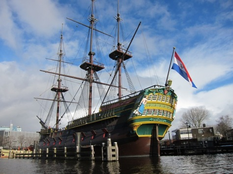 Kapal VOC di sebelah Maritime Museum
