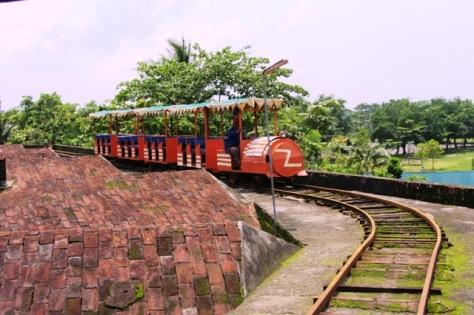 Kereta mini di atas Benteng Van Der Wijk Gombong, satu-satunya di Indonesia