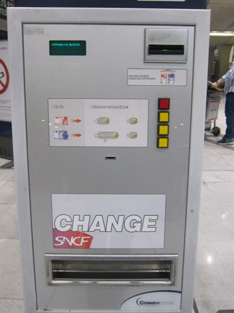 Mesin tukar uang kertas ke koin, maksimal 20 euro, Charles de Gaulle, Paris