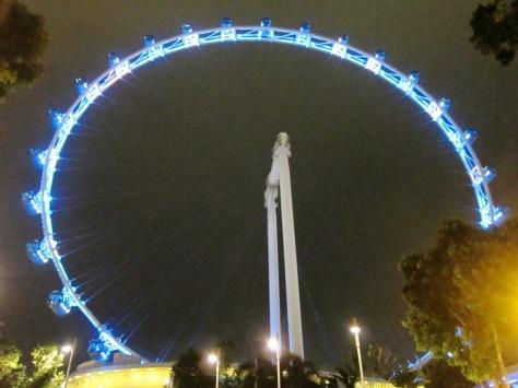 Singapore Flyer adalah wahana kincir terbesar di dunia
