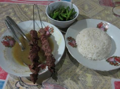 Sate Klathak, kuah gulai, nasi, dan lombok rawit, perpaduan sempurna yang menggoda