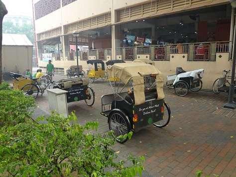 Becak khas Singapura yang banyak terdapat di sekitar Bugis Street