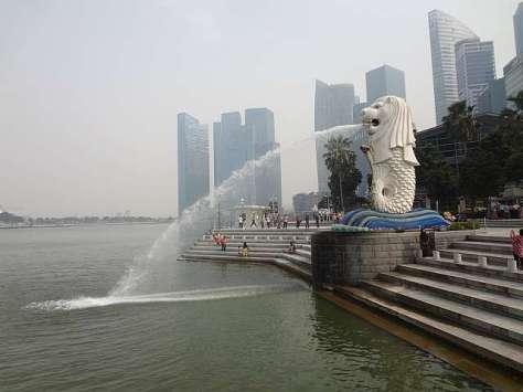 Patung singa di Merlion Park yang menjadi lambang negara Singapura