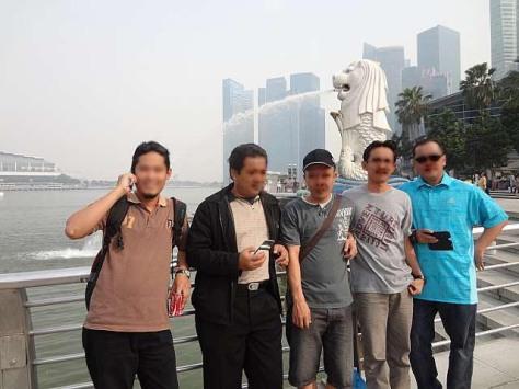 Foto dengan latar belakang patung Singa di Merlion Park wajib hukumnya kalau ke Singapore!