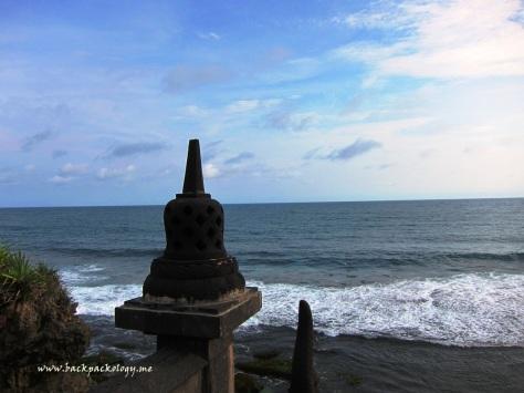 Replika stupa di Pantai Ngobaran