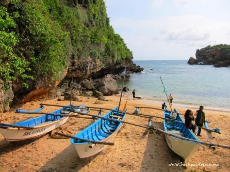 Perahu nelayan di Pantai Ngrenehan