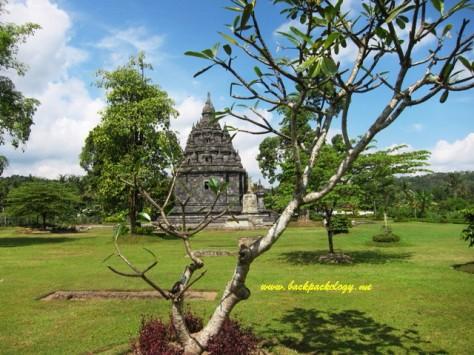 Candi Sojiwan di Jogja, contoh lokasi wisata yang murah dan mudah dijangkau bagi orang kebanyakan