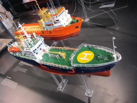 Contoh kapal pendukung operasi minyak dan gas di lepas pantai