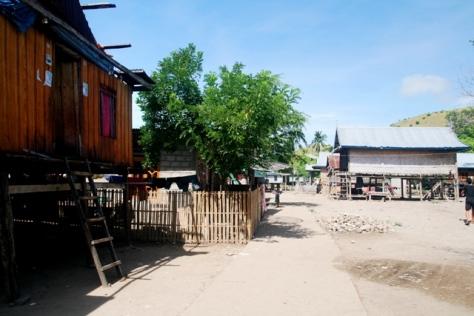Suasana di Kampung Komodo yang sederhana namun damai