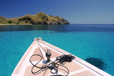Pulau Komodo dan laut biru nan jernih
