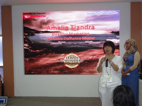 Ibu Amelia Tjandra selaku Marketing Director Daihatsu Indonesia menjelaskan latar belakang lomba ini
