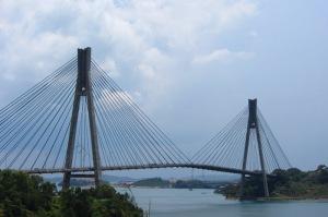 Megahnya Jembatan Barelang (Batam, 2013)