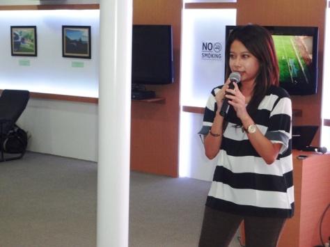 Mbak Niken Sasmaya dari Google Indonesia menjelaskan tentang blog yang sustainable