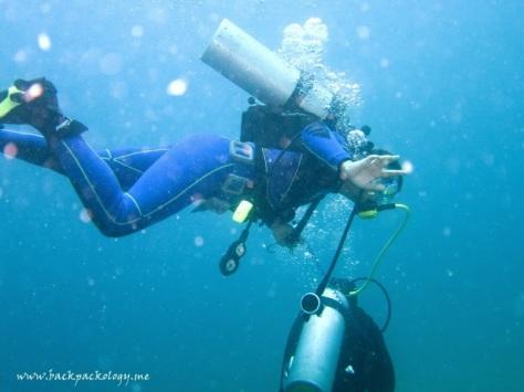 Harris ditarik dive guide Patrice agar tidak naik turun waktu menyelam
