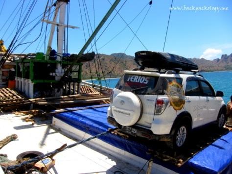 Inilah Terios yang mendapat kehormatan mengunjungi Pulau Komodo, mobil pertama yang bisa mencapai dermaga Loh Liang