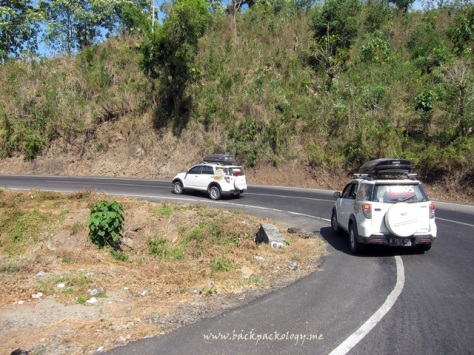 Konvoi Ekspedisi Terios 7 Wonders melintasi medan berliku di Pulau Sumbawa