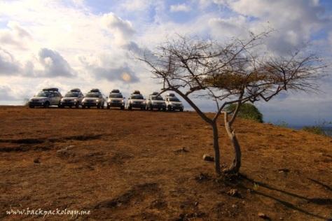 Kali ini 7 Terios berpose lagi di atas bukit Pink Beach Lombok Timur
