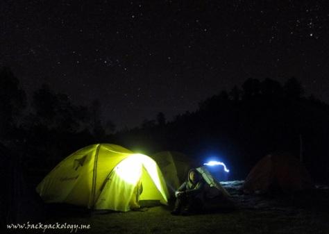 Tenda yang akan menemani malam dingin Sahabat Petualang Terios 7 Wonders di tepian Ranu Pane