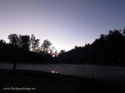 Mentari masih bersembunyi di balik bukit Ranu Pane, namun semburat cahayanya mulai menerangi cakrawala