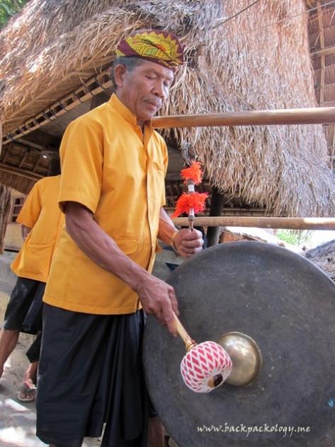Tak ketinggalan gong pun turut menyemarakkan suasana penyambutan