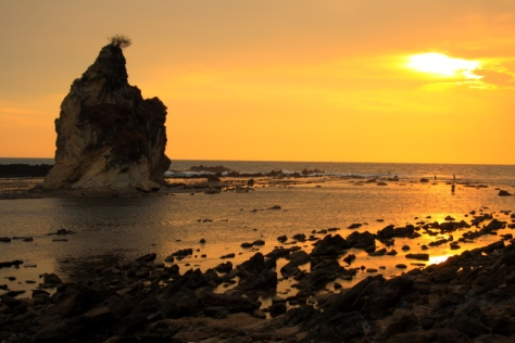 Pantai Tanjung Layar yang legendaris di Sawarna