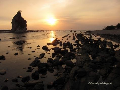 Menjelang senja di Pantai Tanjung Layar Sawarna