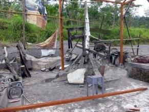 Rumah Mbah Maridjan, juru kunci Merapi, yang hancur diterjang awan panas kini menjadi obyek wisata wajib di Desa Kinahrejo