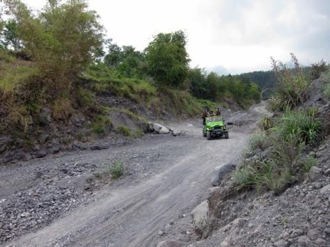 Kondisi lereng Merapi kini, tumpukan material pasir dan batu menjadi jalur penjelajahan yang menarik dalam wisata Merapi Lava Tour