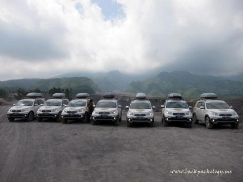 7 Terios berpose dengan latar belakang Gunung Merapi yang anggun