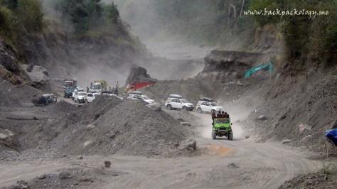 Medan yang dilalui Daihatsu Terios, terjal dan berdebu, diiringi riuhnya aktifitas backhoe dan truk pasir