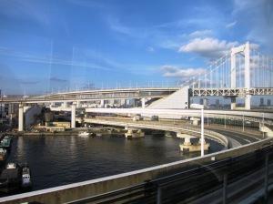 Rainbow Bridge dan rel kereta