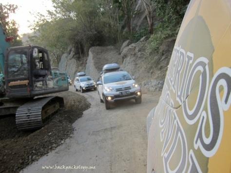 Jalan rusak yang sedang diperbaiki menjadi salah satu rintangan di jalur menuju Malang