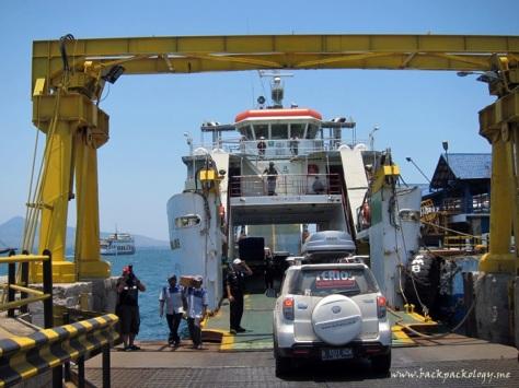 Bersiap-siap memasuki kapal feri di Pelabuhan Ketapang Banyuwangi, selamat tinggal Pulau Jawa...