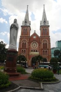 Katedral Notre Dame yang pernah dihebohkan oleh patung Bunda Maria menangis