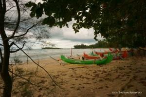 Perahu nelayan di Pantai Burung Mandi