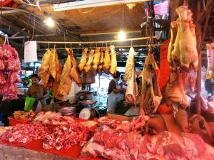Berbagai daging (termasuk babi) pun ada di Chow Kit