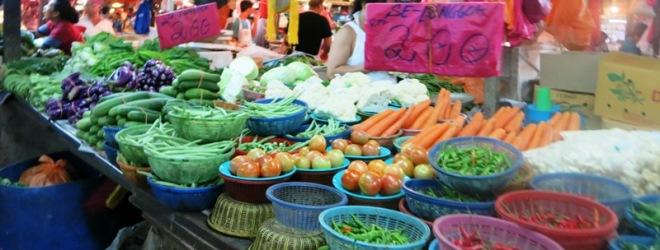 Warna-warni sayur segar di Pasar Chow Kit