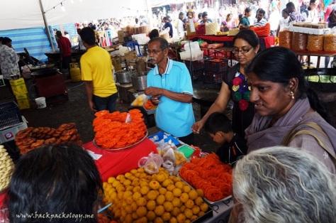 Manisan India alias Indian Sweet, salah satu stan makanan yang selalu ramai dikunjungi pembeli