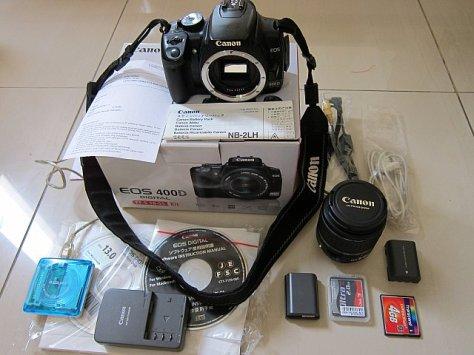 Kamera SLR lengkap dengan aksesorisnya