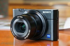 Sony RX100, salah satu kamera saku professional yang paling direkomendasikan