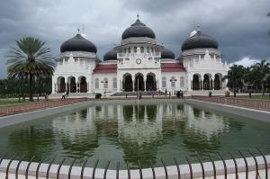 Masjid Raya Aceh, masjid kebanggaan serambi Makkah, salah satu bangunan yang selamat dari terjangan tsunami